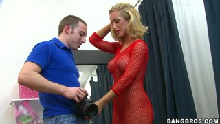 Bitchie blowlerina Nicole Aniston gives a solid blowjob for cock juice image
