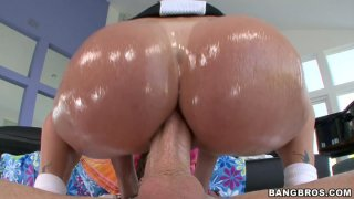 Tiffany Mynx jerks cock and sends it between her palatable buns image