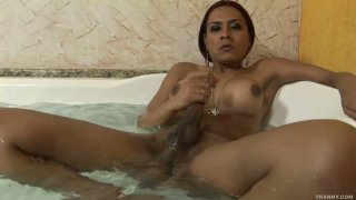 Booty_ladyboy_Alana_Ribeiro_taking_a_bath image