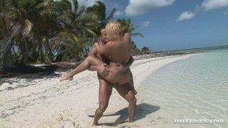 Image: Britney bitch having dirt sex on the beach