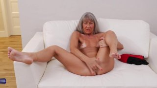 Image: Hungry mature mother wants your cock