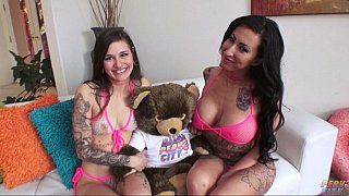 Image: Tatted-up lesbians_eating ass