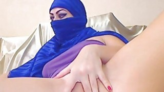 This muslim babe is a ticking time bomb image