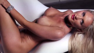 Sexy blonde models nude image