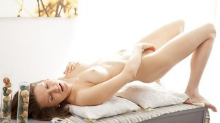 Image: Glamour sex video clip of Nika masturbating