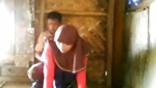 Malaysian_couple_gets_secretly_filmed_banging_each_other_in_public image