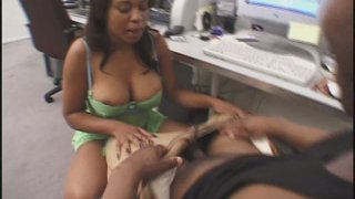 Voluptuous ebony strumpet Kandi Kream works on BBC with her_booty image