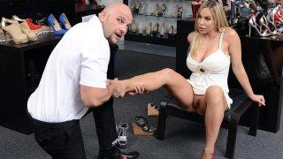 Image: Horny milf indulge into foot fetish