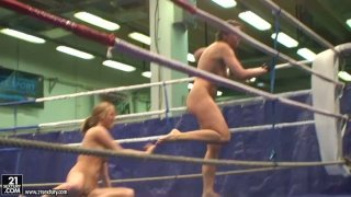 Real nude fighters Lisa Sparkle & Linda Ray are in the ring image