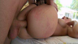 Blonde trollop Sammie Spades gets screwed brutally in her butt hole image