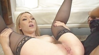 Blonde Lilys_pussy and her toy image