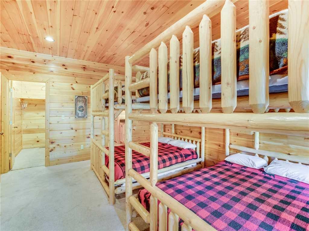 Big Bear Lodge Cabin In Gatlinburg W 5 Br Sleeps26