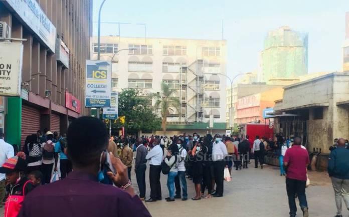Grqdqu2Cvup9Hyvk607Da7395F416 Long Queues Outside National Archives As Commuters Race To Beat Curfew
