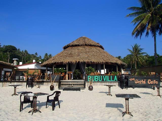 Bersantai di cafe tepi pantai Pulau Perhentian