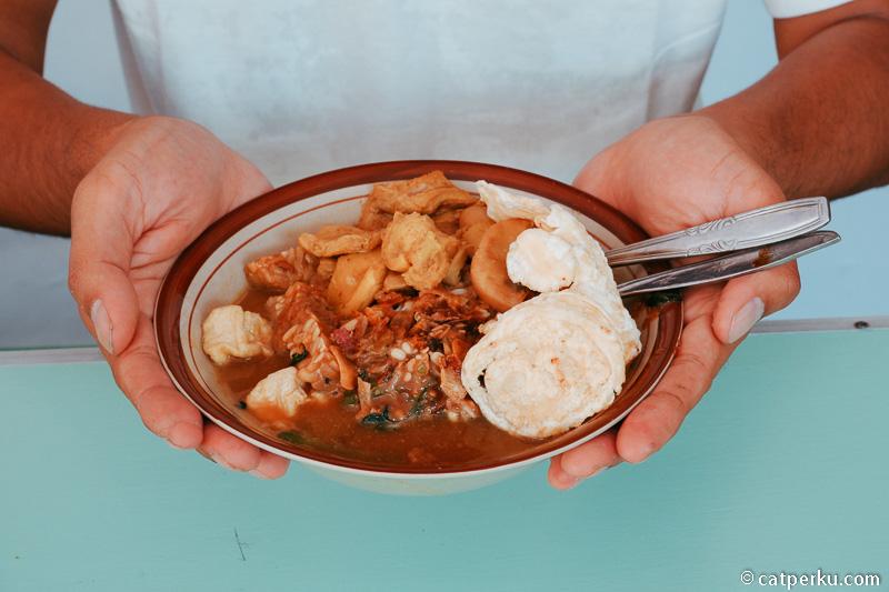 Kuliner Adalah Daya Tarik Wisata Yang Tak Bisa Dilewatkan, Tapi Menjaga Kesehatan Juga Penting!
