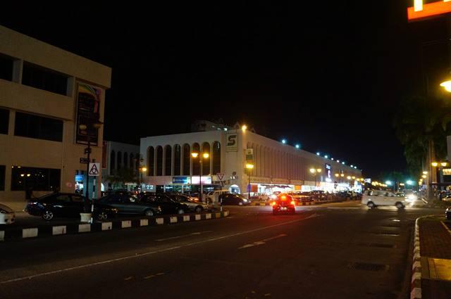 Nggak terlalu ramai, tertib dan rapi. Seperti itulah kira - kira Bandar Seri Begawan. Padahal kota ini salah satu tujuan wisata Brunei Darussalam yang utama lho.