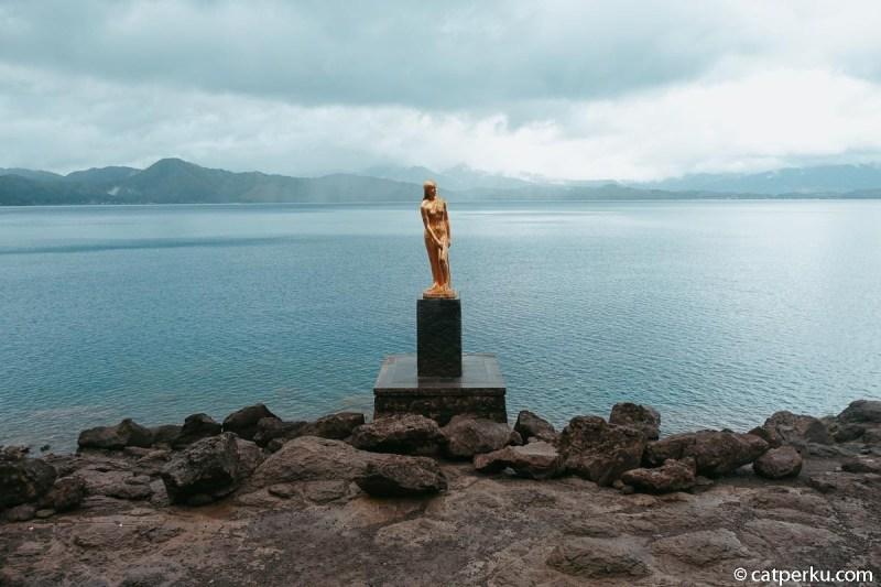 Patung Tatsuko ini juga menjadi ikon dari Danau Tazawa.