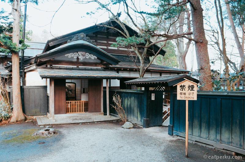 Rumah samurai lagi, tapi dengan desain yang berbeda.