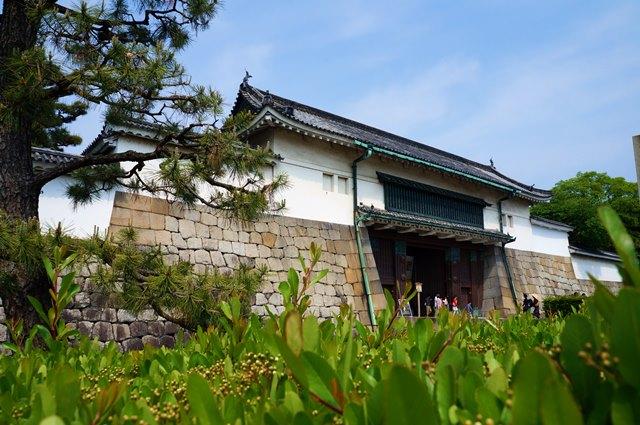 Salah satu gerbang utama Kastil Nijo