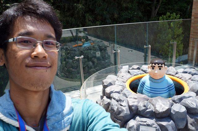 Selfie bareng idola nggak ada salahnya kan~
