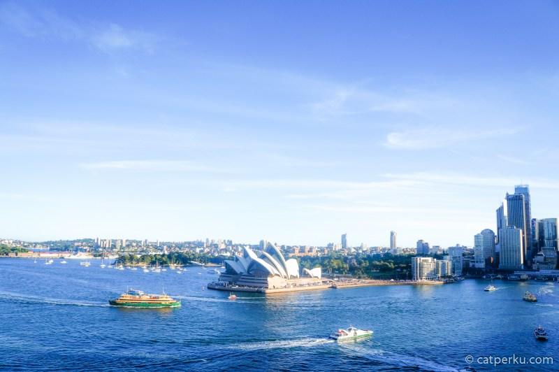 Buat saya, Sydney itu kota yang ngangenin alias bisa bikin kangen :)