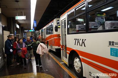 Trolley Bus di Murodo yang akan mengantarkan sampai ke Daikanbo melalui terowongan bawah tanah