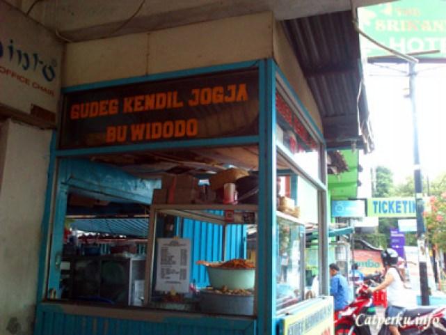 Misi utama ke Yogyakarta cuma ingin sarapan pake gudeg saja :|