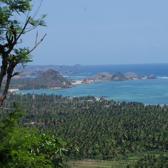 Siapapun pasti suka dengan pemandangan Lombok Tengah yang seperti ini.