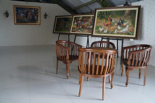 Lantai 5 hotel yang difungsikan untuk galeri lukisan.