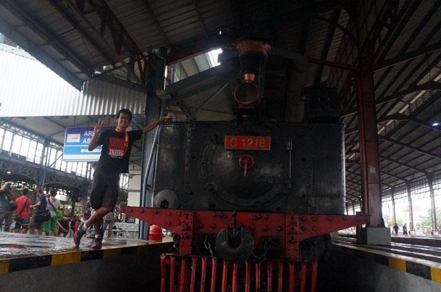 Saya dan si lokomotif penarik sepur  legendaris Jaladara.