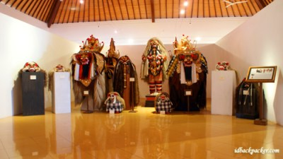 This Pasifika Museum's collection is a little bit scary, it is Leak and friends :D