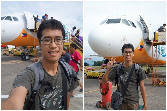 Doing selfie and v-sign after landing in Puerto Princessa.