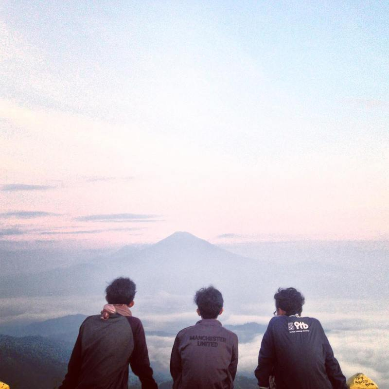 Enjoy The Mountain View From Puncak Suroloyo! via @handica_rizwandy