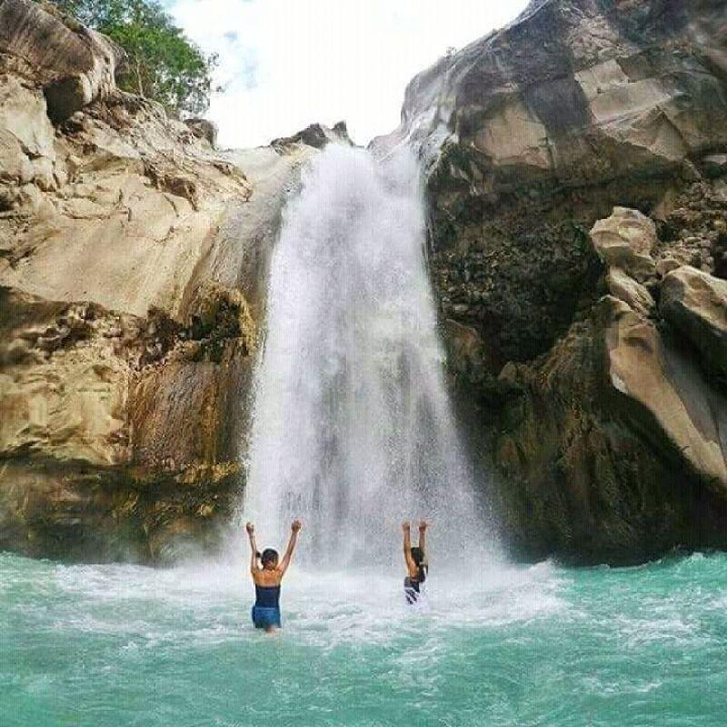 Mangku Sakti Waterfall via @diinda_ayudia