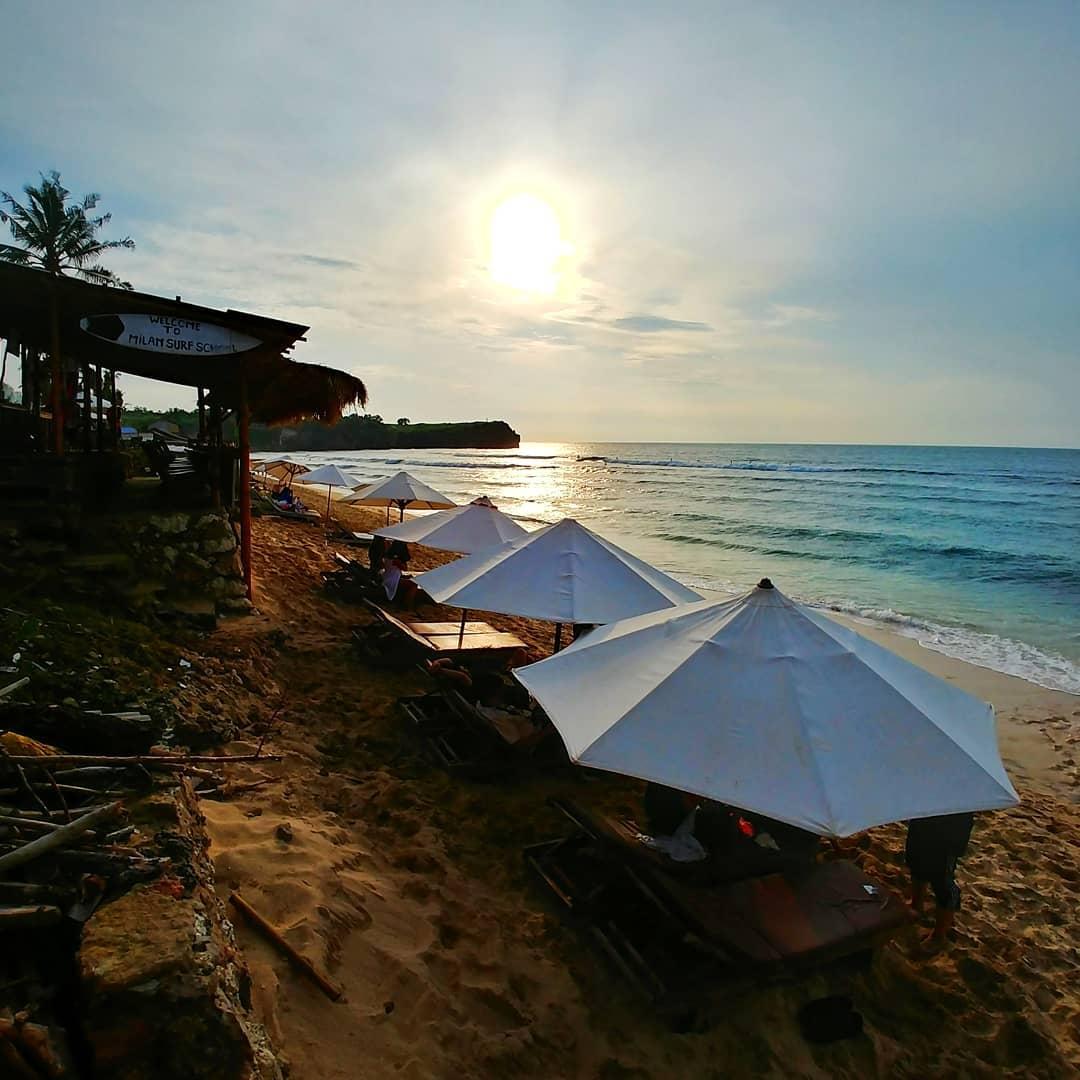 Learn to surf at Balangan Surf School, Enjoy the sunset panorama, or just Sit back and try a dish at the cafe near Balangan Beach Uluwatu Bali.