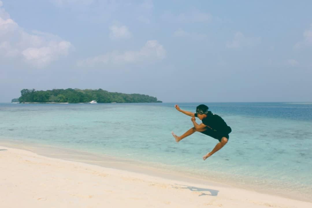 6. Thousand Islands Jakarta day trip Destination : Dolphin Island! via @munir_id