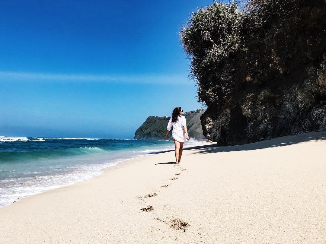 Things Todo At Melasti Beach Bali! via @iloveprawn