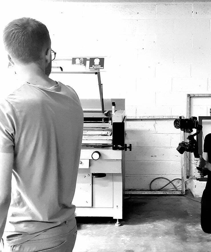 Photo noir et blanc de machines de l'atelier