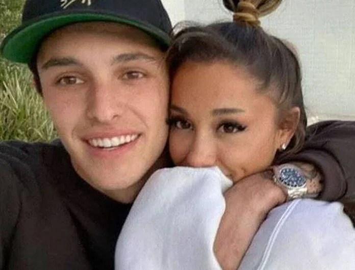 Ariana Grande and Dalton Gomez got married!