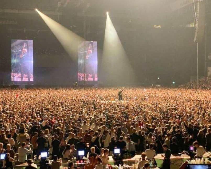 Na Danskem so v petek odpravili vse omejitve, ki so nastopile z epidemijo koronavirusa, v Københavnu pa so včeraj vrnitev v normalnost proslavili s koncertom.