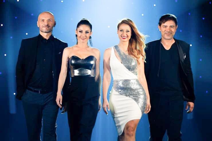 Slovenska pevka Marjetka Vovk, ki deluje predvsem kot del umetniškega dvojca Maraaya, je na družbenih omrežjih delila utrinek s snemanja nove sezone šova Slovenija ima talent. S fotografijo pa je razkrila tudi igrivo plat sožiranta Lada Bizovičarja.
