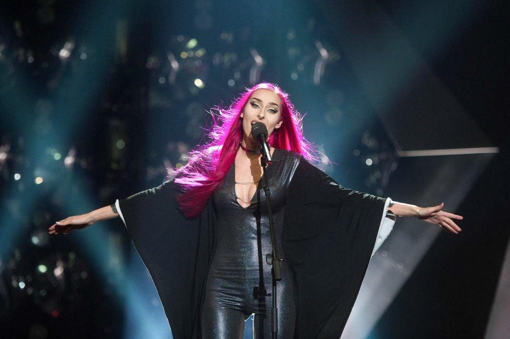 Na festivalu Popevka 2021 je največje število glasov na telefonskem glasovanju dobila Raiven s skladbo Volkovi in tako postala prejemnica velike nagrade občinstva.