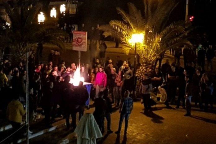 Αποτέλεσμα εικόνας για Ποινική δίωξη για αδικήματα με ρατσιστικά χαρακτηριστικά για τις επιθέσεις σε πρόσφυγες στην πλατεία Σαπφούς