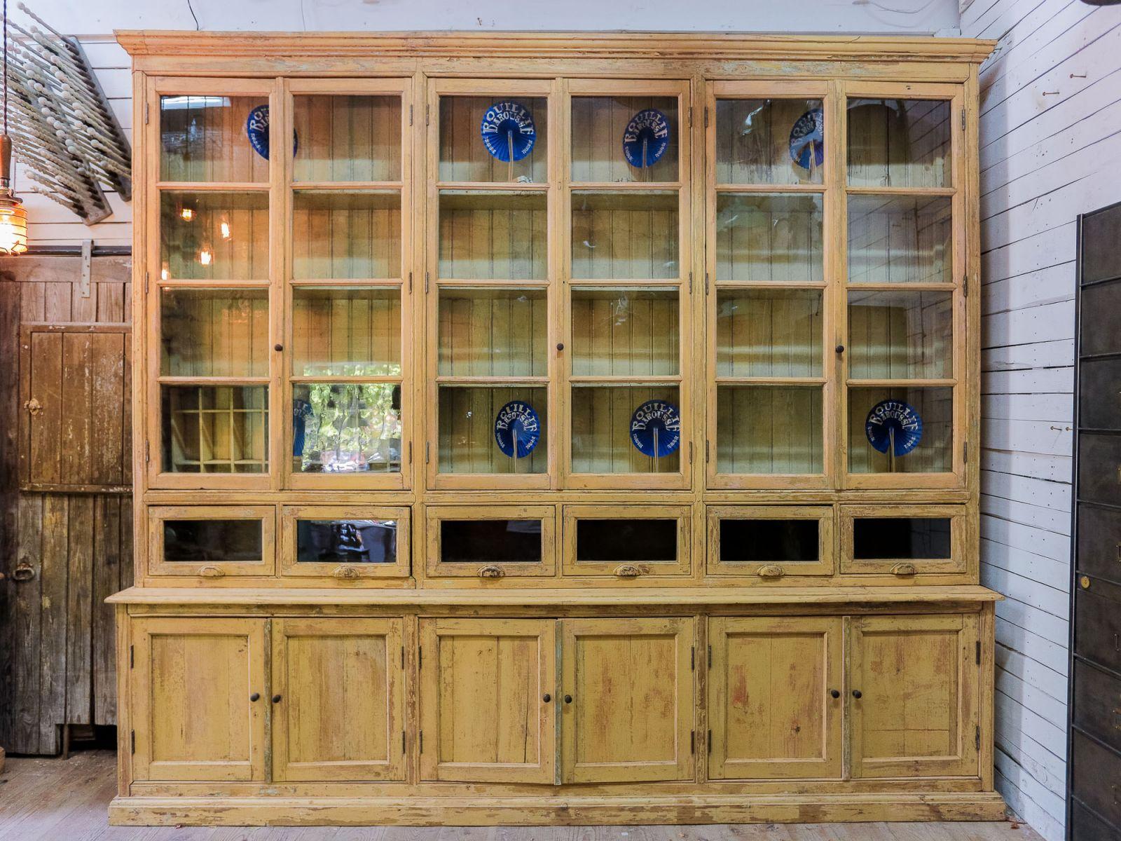 meuble de metier tres grande vitrine herboristerie