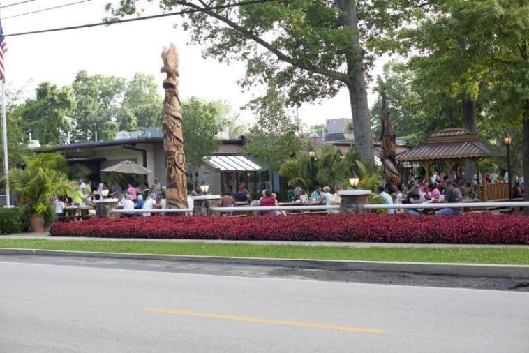 StyleBlueprint Louisville Mike Linnig's Restaurant Outdoor Patio
