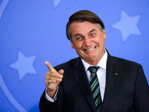 """""""Lula não consegue comprar uma pinga sem ser vaiado"""", diz Bolsonaro"""