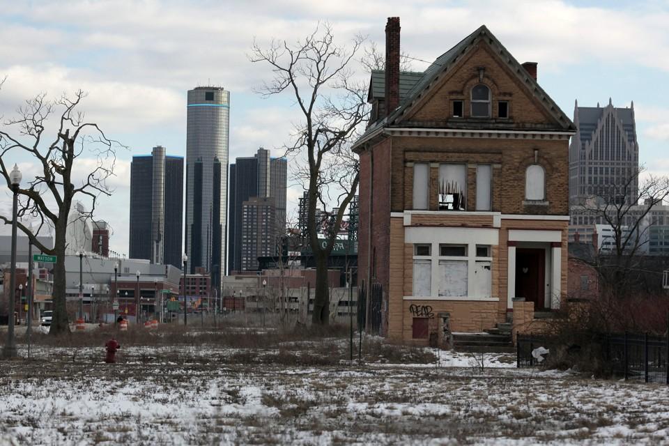 Transportation news: A vacant house in Detroit's Brush Park neighborhood