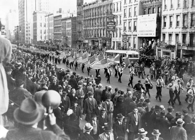 30 października 1939. Amerykańscy naziści paradują ulicami Nowego Jorku.