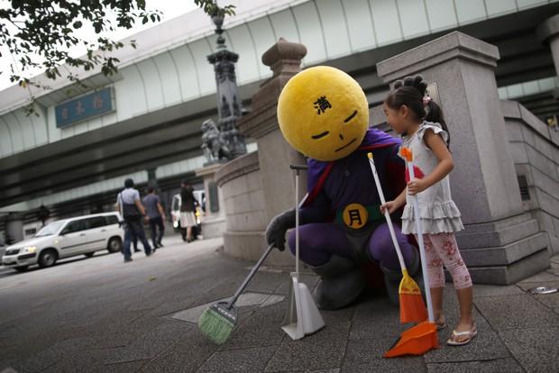Осторожно, Япония досматривает мусорные контейнеры!