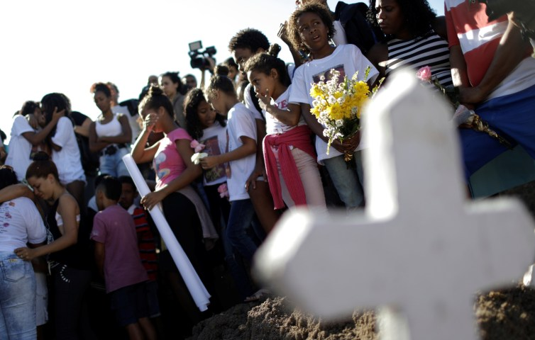 Children mourn the death of a ten-year-old girl killed in crossfire between police and drug dealers in Rio, July 6 2017. Credit: Reuters/Ricardo Moraes